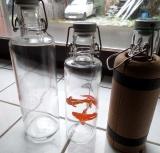 Glas Trinkflasche 1 L plastikfrei, mit Keramikkorken, Grafik Hand